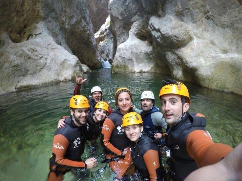 的瀑布来吧,在Barranco de la Higuera玩得开心