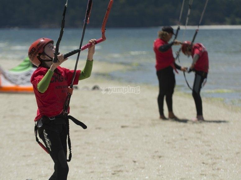 Volando el kite en la playa