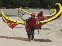 Practicas de kitesurf en la arena en Pontevedra