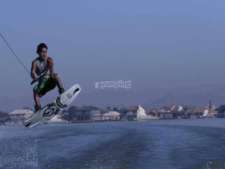 Practicando wakeboard en Aguadulce