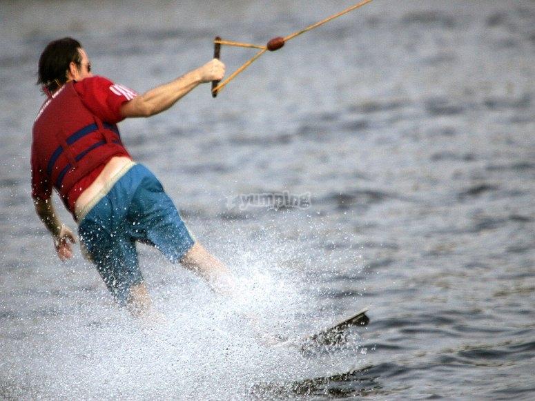 Practicar wakeboard en Roquetas de Mar