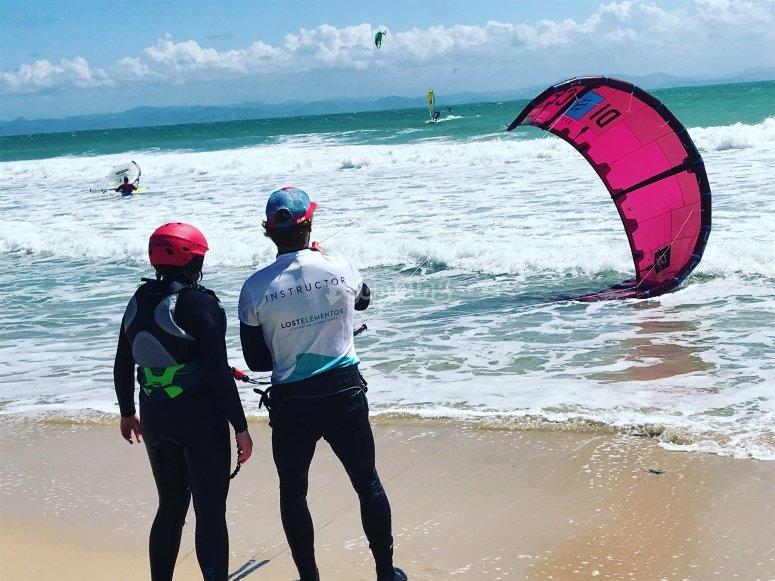 Aprende kitesurf en las playas de Tarifa