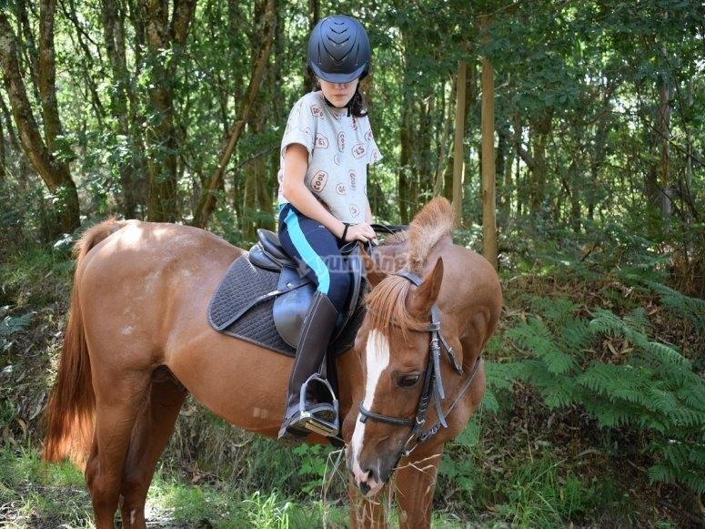 Amazona a caballo en Negreira