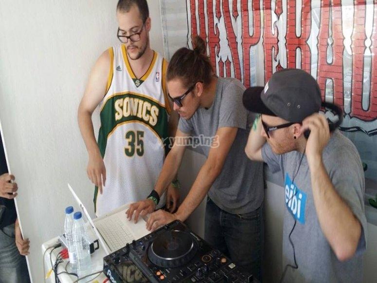 los mejores DJ de Valencia a bordo