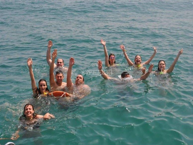nadando en alta mar en Valencia