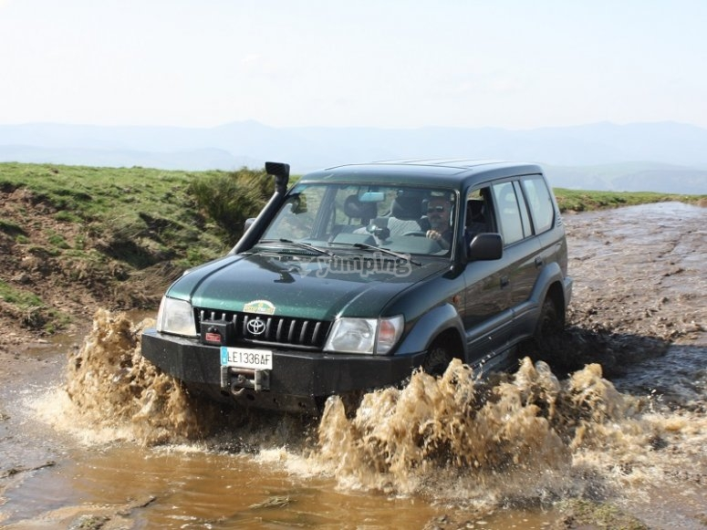 Crossing a stream in 4x4
