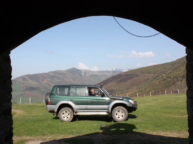 4x4 vehicle through the arch