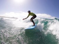 En la tabla de surf en Lanzarote