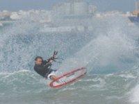 Pratica kitesurfing