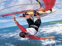 Pratica windsurfing