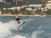 Practicando wakeboard en Badalona