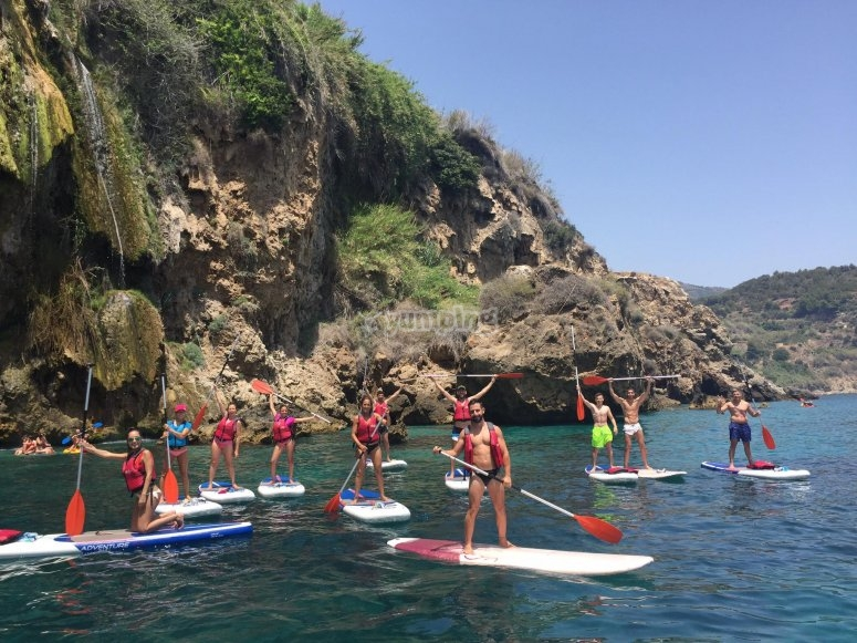 Gruppo di paddle surf a Nerja