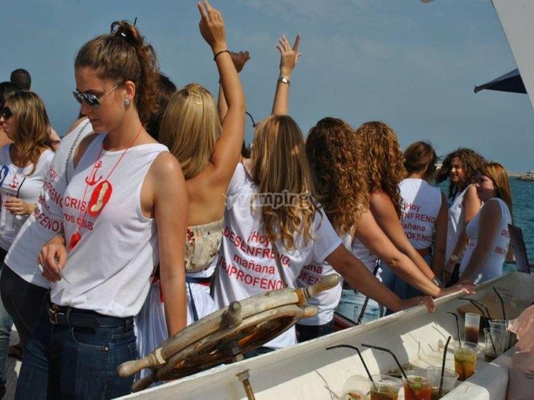 在瓦伦西亚的船上派对中提供一切--999-在船上享受派对