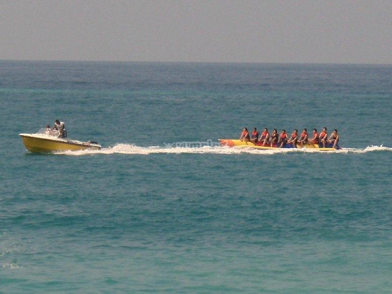 emocionante viaje en banana boat