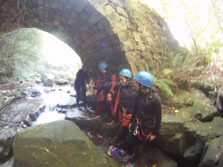 Barranquistas attraversando il tunnel