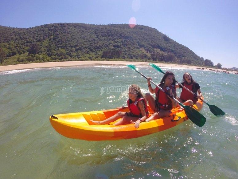 练习皮划艇