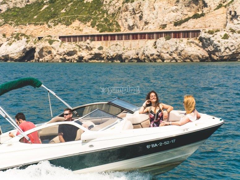 Día con amigos en el mar