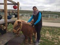 Terapeuta junto al caballo