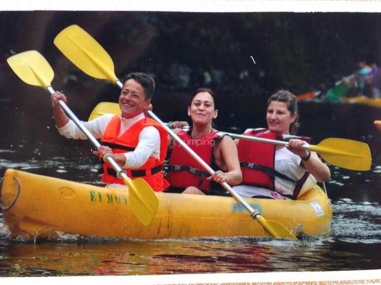 Navegando en canoa triple