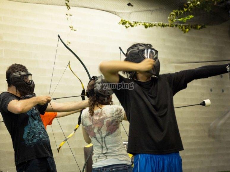 Disparando con mascaras de proteccion