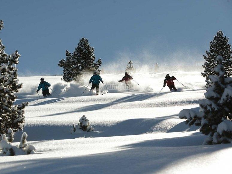 Esquiadores en el Pirineo