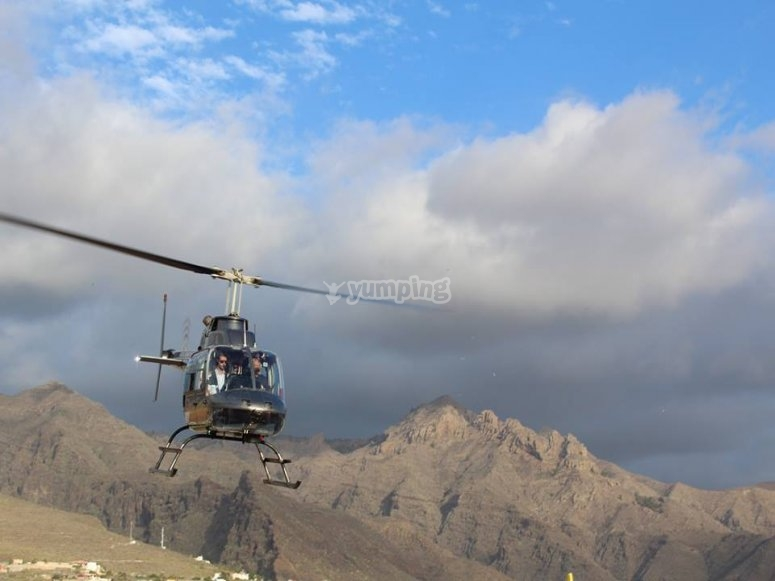 Overflying the coast of Gran Canaria by helicopter