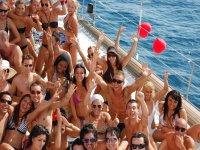 fiestas magic boat