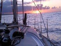 disfruta de la puesta de sol