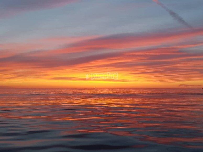 太阳在海中升起