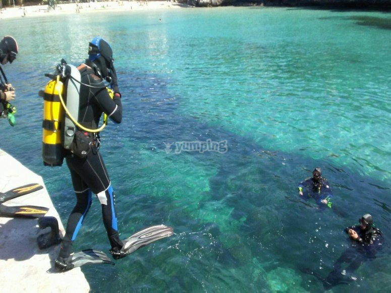 Diving instructor and student