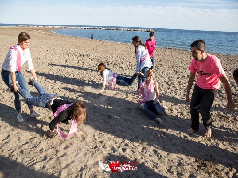 Carrera de carretilla en la playa