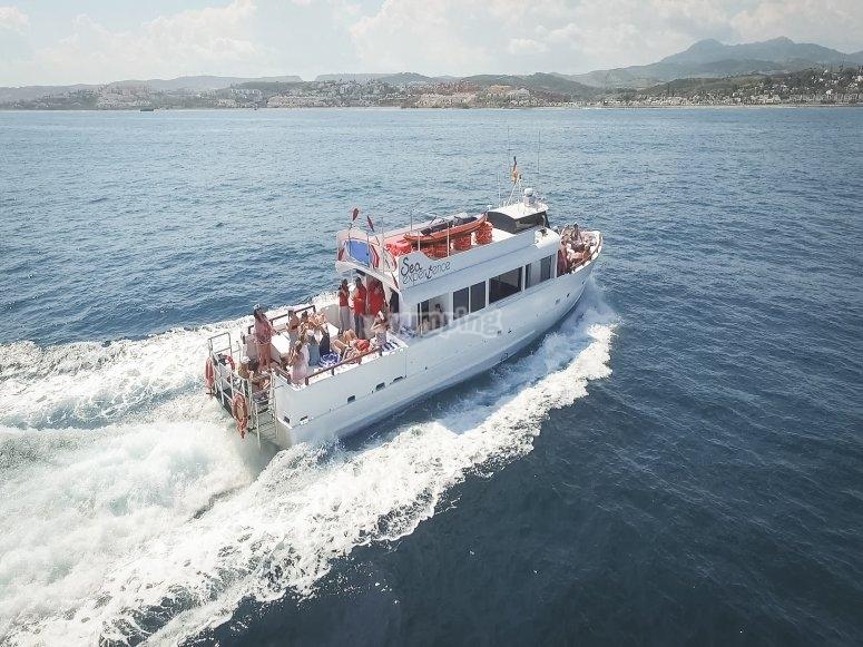 马贝拉乘船聚会