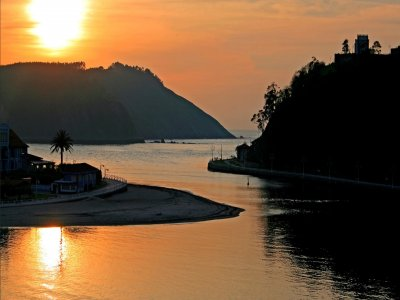 Giro in barca a Ribadesella al tramonto 90 min