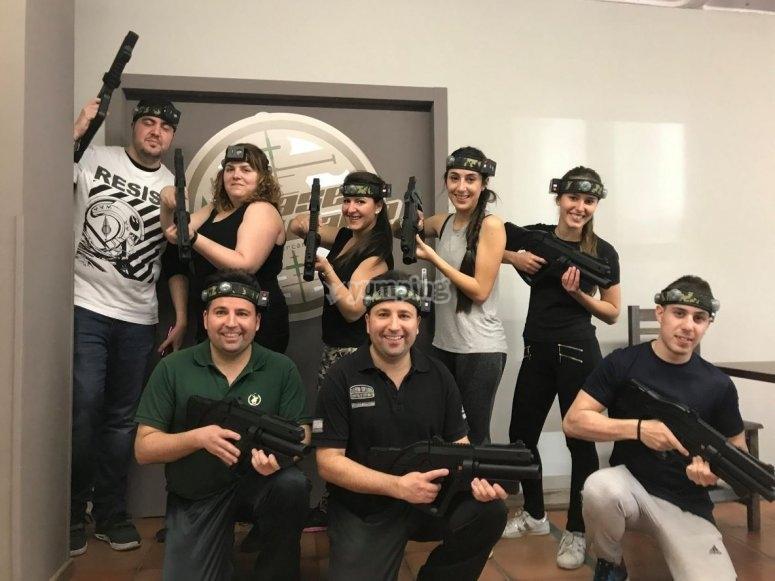团队准备战斗激光