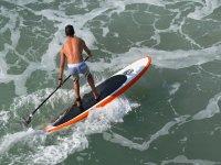 Navegando con paddle surf en Marbella