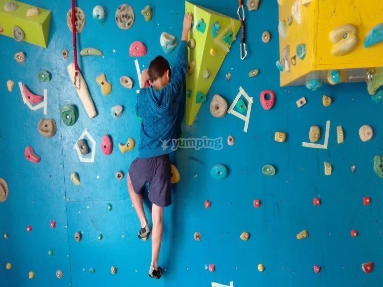 Aprendera a escalar en el rocodromo