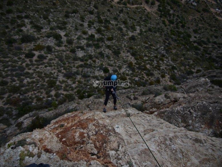 Rapelando en roca