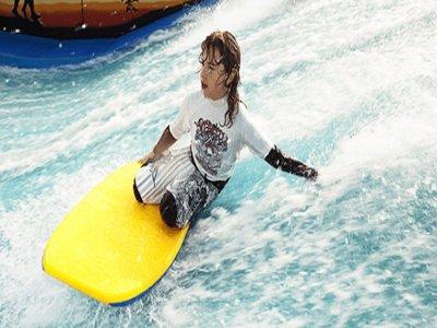 Simulador de surf en Blanes 1 hora tarifa niños