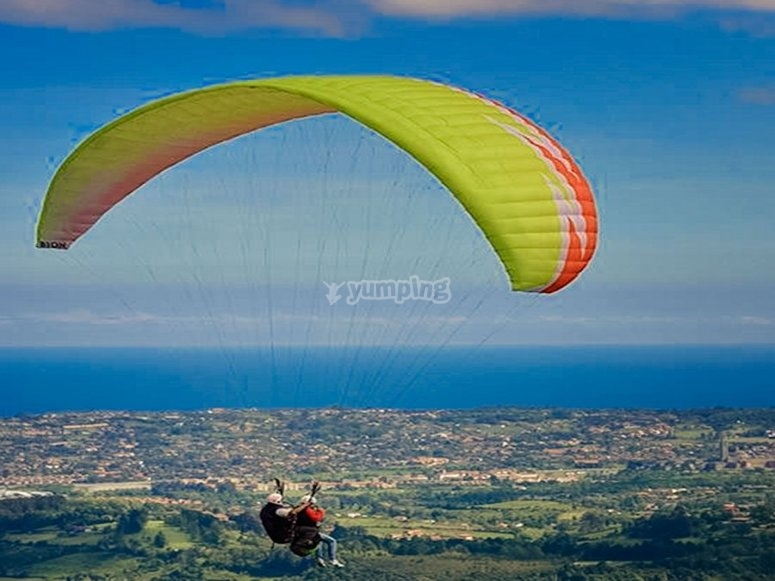 Experience the sensations of a paraglide flight