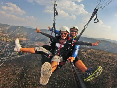 20-Min Paraglide Flight + Excursion Through Alfora