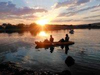 Navega en kayak al atardecer