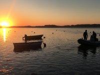 Tramonto in barca a vela nell'estuario del Mogro