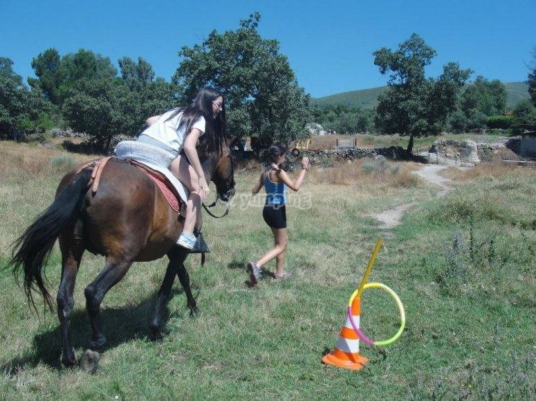 Juego de punteria a caballo