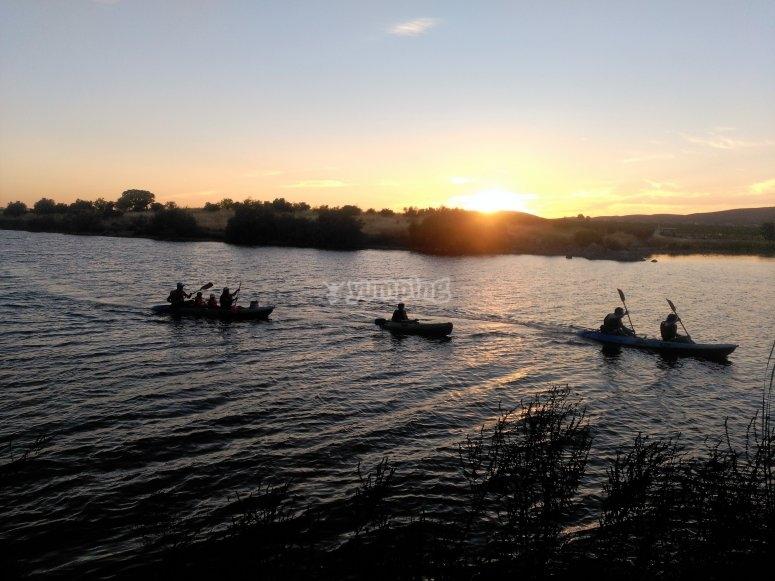 Kayaks en grupo