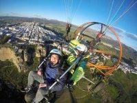 在龙达的动力伞飞行与报告30分钟
