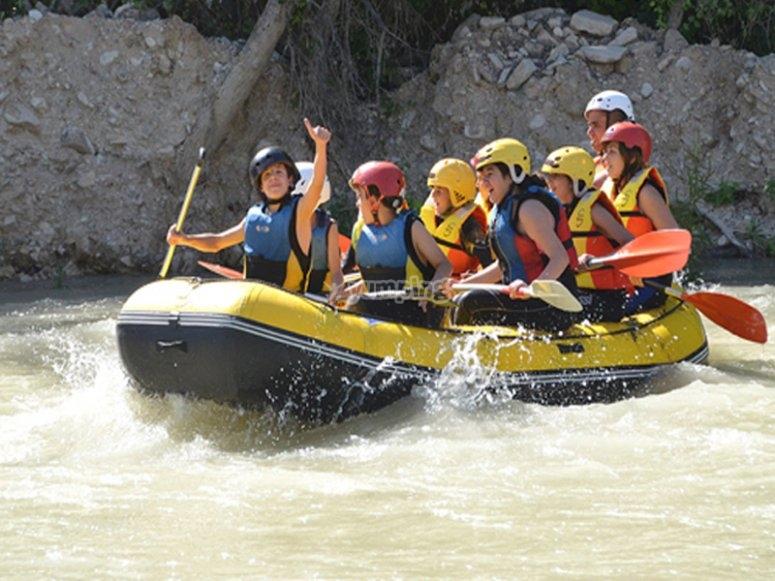 Rafting en el río genil niños