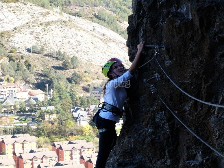 Asciende por el muro de piedra