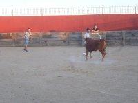 Jovenes con la vaca en Burgos