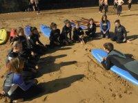 Rodeando al profesor de surf