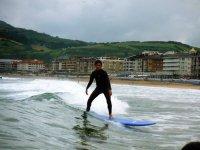 Surfeando en la costa vasca